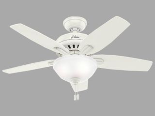Hunter 42  Newsome Fresh White Ceiling Fan with light Kit and Pull Chain