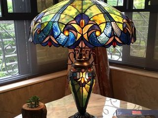 Chloe Tiffany Style Double lit 2 and 1 light Table lamp Retail 189 99