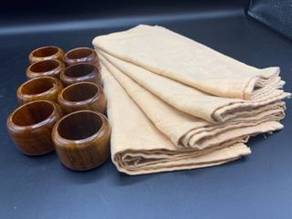 lot of 8 Wood Napkin Rings Made in India and 4 light Peach Napkins