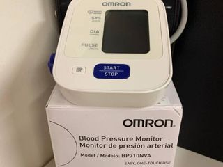 Omron Blood Pressure Monitor with Original Box   Works