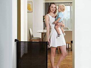 EasyBaby Products Indoor Outdoor Retractable Baby Gate  33  Tall  Extends up to 55  Wide  Black