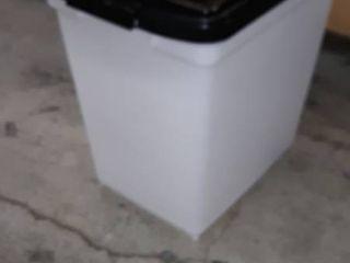 IRIS 65 quart Airtight Pet Food Container  Black