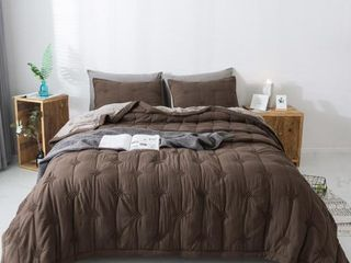 Brown   Queen Kasentex Reversible Quilt Set  Soft Microfiber  Retail 75 48