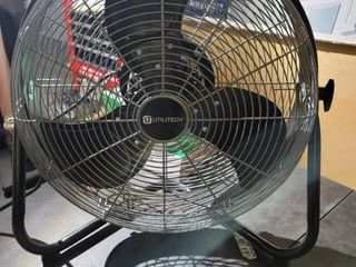 Utilitech 18 inch fan  Plugged in and fan turned on