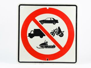 NO MOTORIZED VEHIClES AllOWED S S METAl SIGN