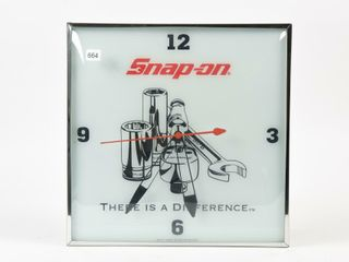SNAP ON  THERE IS A DIFFERENCE  ElECTRIC ClOCK