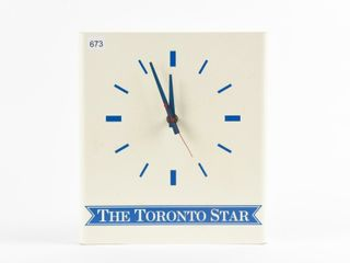 THE TORONTO STAR PlASTIC BATTERY OP  ClOCK
