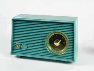 1955 CANADIAN RCA VICTOR ElECTRIC RADIO