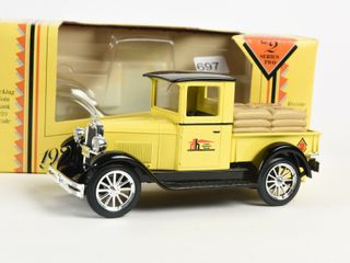 HOME HARDWARE 1928 CHEVROlET TRUCK BANK   BOX