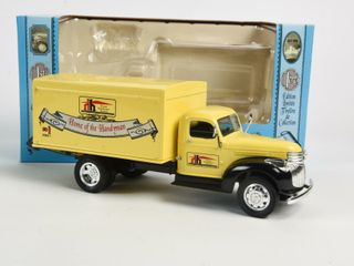 HOME HARDWARE 1942 CHEVROlET DElIVERY TRUCK BANK