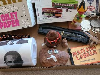 Assorted novelty items