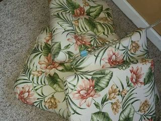 4 Outdoor Chair Cushions  Floral
