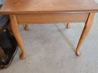 END TABlE 20 X 21 X 26  Top needs repair