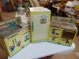 Snow White   Metal Kitchen Set   See Pic for condition