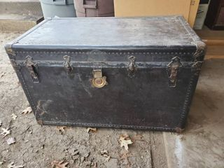 Antique Steam Trunk  CONTENTS NOT INClUDED