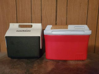 lot of 2 lunch Coolers