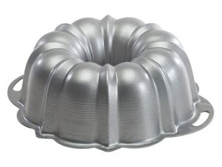 Nordic Ware Pro Form Anniversay Cake Pan  12 Cup