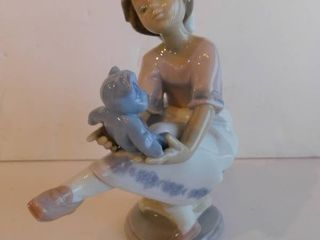 lladro   Girl Holding Teddy Bear  Retired Figurine