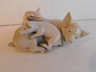 lladro   Mommy Pig   Pigglets  Retired Figurine