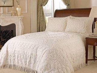 Beatrice Home Fashions Medallion Chenille Bedspread  King  Ivory