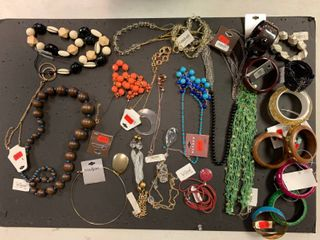 lot of 25 NEW Fashion Jewelry Items