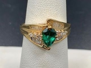 1 15ct Emerald  14k Yellow Gold Ring