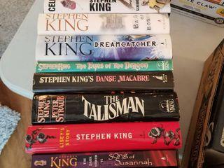 Stephen King hardbacks books and 1 paperback