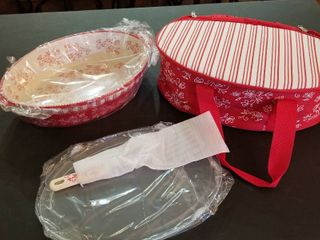 Baking dish  stand and carrying case new