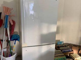 GE refrigerator in great shape
