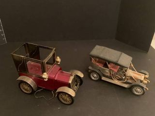 Set of two die cast cars