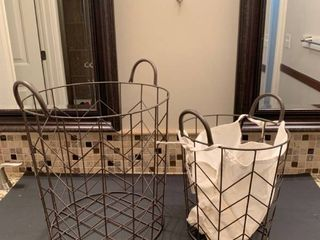 Set of two wire baskets