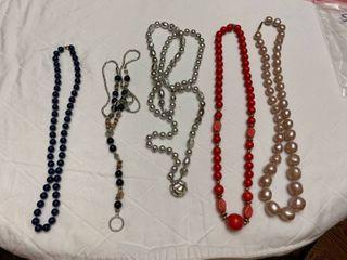 Set of 5 necklaces