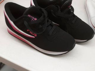 Fila black and pink size 7