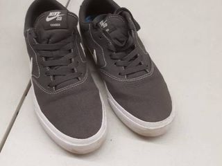 Nike charge SB gray used size 8 5 used