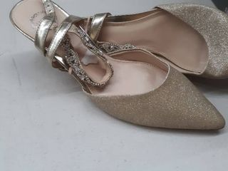 lady s high heel gold size 7