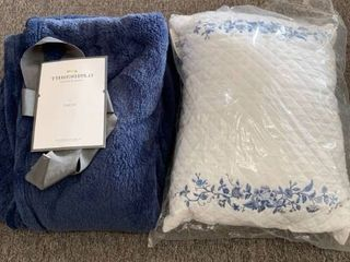 Decorative Bedding lOT  Navy Blue Plush Throw   White and Blue laura Ashley Accent Pillow  RETAIl  50
