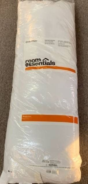 Body Pillow White   Room Essentials  RETAIl  10 00