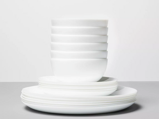 Glass 18pc Dinnerware Set White   Made By Design  RETAIl  40    Matches lot 73399