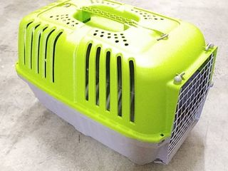 Small Pet Carrier  14  H x 14  W x 21  l  Missing Clips to Connect the Top   Bottom Pieces