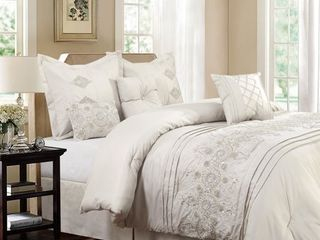 King Registry Ivory 7 piece Embroidered Comforter Set   Retail 84 49