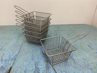 like New 5  Wire Food Serving Basket