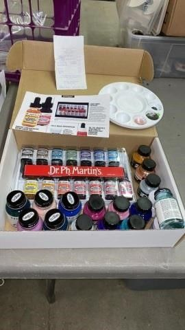 ACRYlIC PAINTS AND WATE COlOR PAINTS AND PAllET