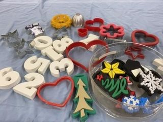 COOKIE CUTTERS AND NUMBERS AND SET OF CHRISTMAS