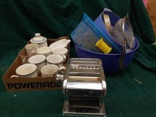 PASTA MAKER  PlASTIC KITCHEN BOWlS AND CUPS