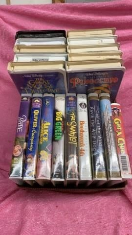 BOX OF CHIlDRENS VHS MOVIES MOSTlY DISNEY