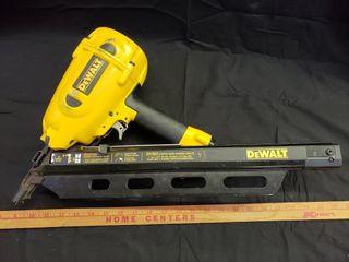 DeWalt Clipped Head Framing Nailer D51822