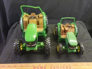 ERTl John Deere Tractors   DAMAGED