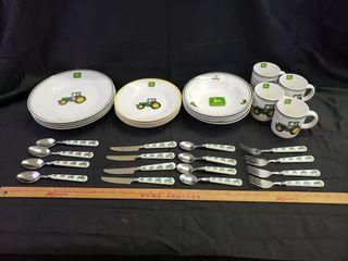 John Deere Dinnerware Set   32pc
