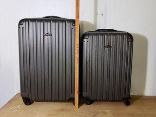 Pinnacle Molded luggage   Black Pair