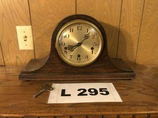 Vintage wooden mantle clock w key